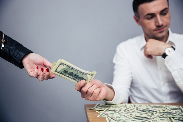 How Money Issues Can Cause Problems in Relationships